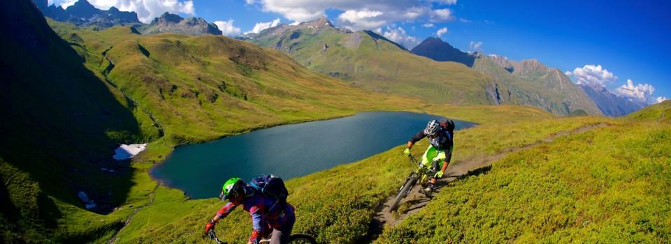 Anka e Sven Martin sul sentiero che porta al Lago Verney